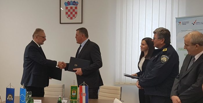 Ministar Božinović i gradonačelnik Mufić potpisali ugovor o energetskoj obnovi zgrade policije i gradske uprave u Vrbovskom