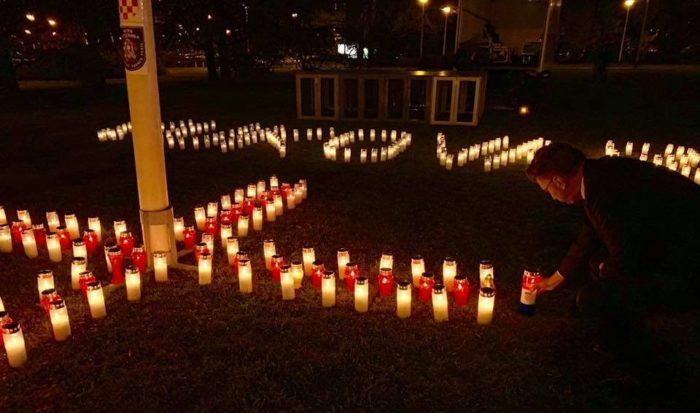 U spomen na žrtvu Vukovara premijer Plenković zapalio svijeću u zagrebačkoj Ulici grada Vukovara