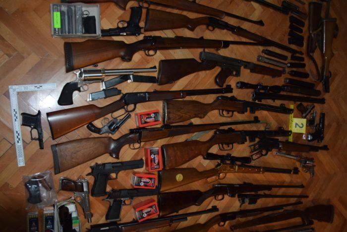 Poštanskim pošiljkama iz SAD-a u Hrvatsku krijumčarili velike količine oružja