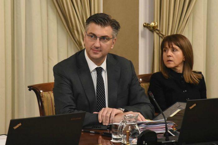 Plenković: Rast gospodarstva na zdravim temeljima, a ne na neracionalnim zaduženjima