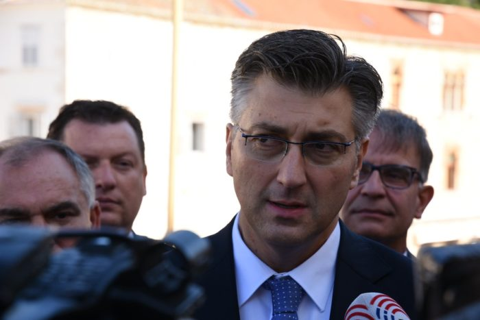 Plenković: Razgovarat ćemo idućih dana o nabavi besplatnih udžbenika