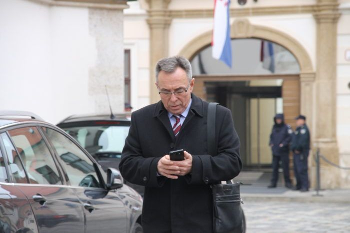 Batinić poručio Bandiću neka se bavi Zagrebom, a obrazovanje prepusti ministrici Divjak