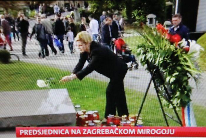 Predsjednica Republike Kolinda Grabar-Kitarović na zagrebačkom groblju Mirogoj položila bijele ruže za hrvatske branitelje