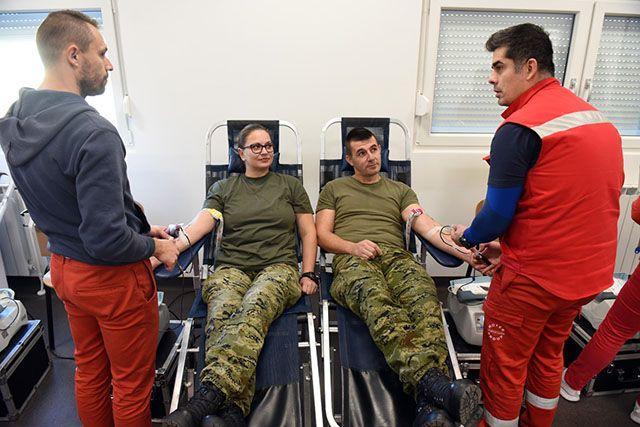 U MORH-u i HV-u dobrovoljno daruju krv u znak sjećanja na žrtvu Vukovara i Škabrnje