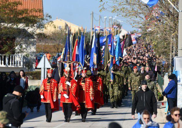 """ŠKABRNJA – U nikad duljoj Koloni sjećanja """"Poginuli u mislima i srcima"""" bili su građani iz svih dijelova Hrvatske"""