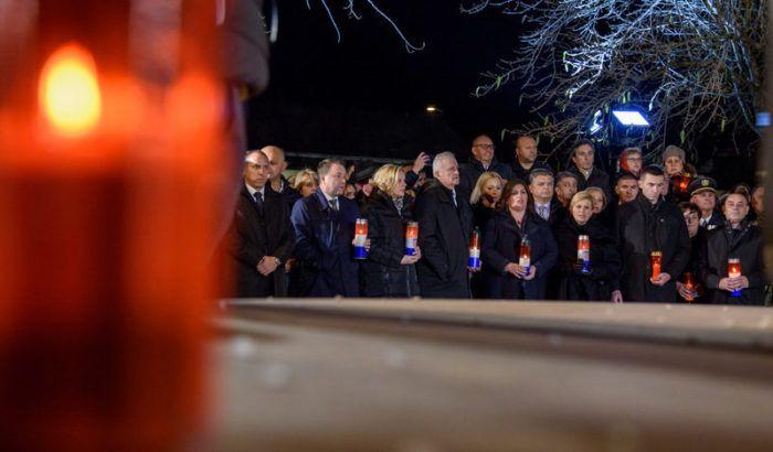 Molitva za žrtve agresije na Vukovar u dvorištu vukovarske bolnice