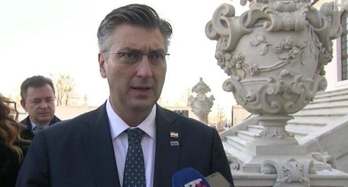 Premijer Andrej Plenković: politička volja za besplatne udžbenike postoji, potreban je model