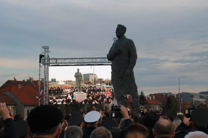 U glavnom gradu Hrvatske otkriven Tuđmanov spomenik