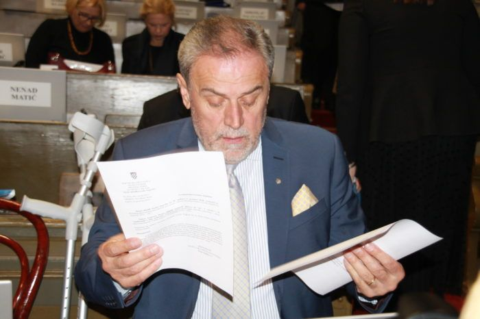 Bandić došao u Gradsku skupštinu: Ne skupimo li 26 ruku za proračun ide se na izbore