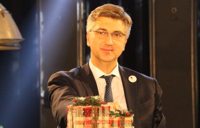 """""""BOŽIĆNA ČESTITKA"""" Plenković: Ljubav prema bližnjem, međusobno prihvaćanje i uvažavanje najvažnije vrijednosti božićne poruke"""