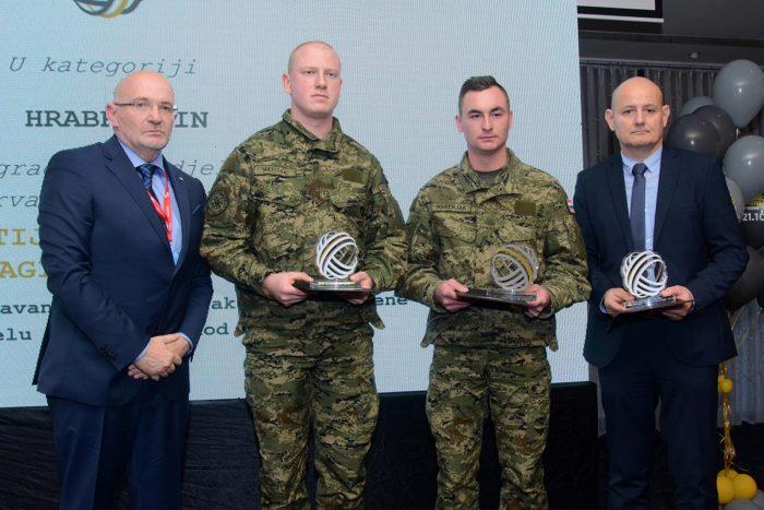 Trojica hrvatskih vojnika dobitnici Hrvatske velike nagrade sigurnosti, spasili vozača od utapanja