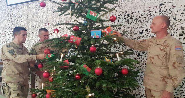 Učenici iz Požege čestitali Božić vojnicima u Afganistanu