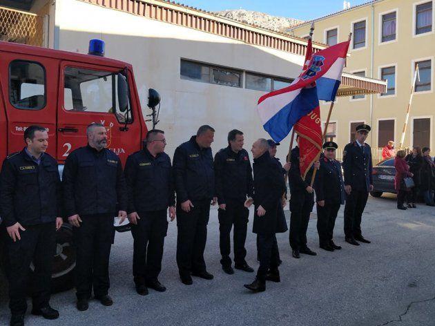 Ministar Krstičević položio kamen temeljac za vatrogasni dom u Dugom Ratu