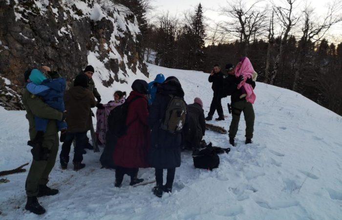 MUP: Na Plješivici spašeno 15 migranata, među kojima šestero djece