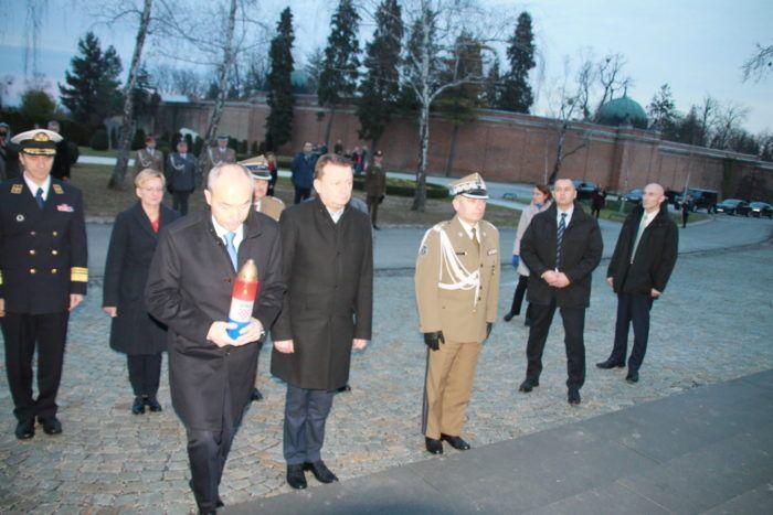 Poljski ministar obrane počeo službeni posjet Hrvatskoj – Krstičević i Błaszczak položili su vijenac i zapalili svijeće na Zid boli
