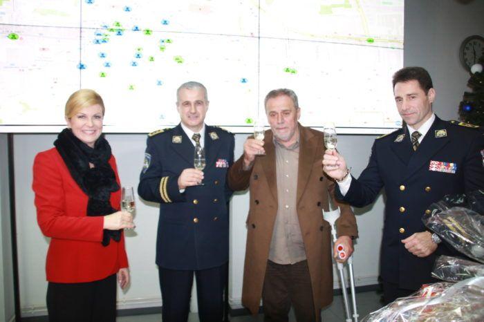 Predsjednica Republike Grabar-Kitarović posjetila zagrebačku policiju i čestitala Novu godinu