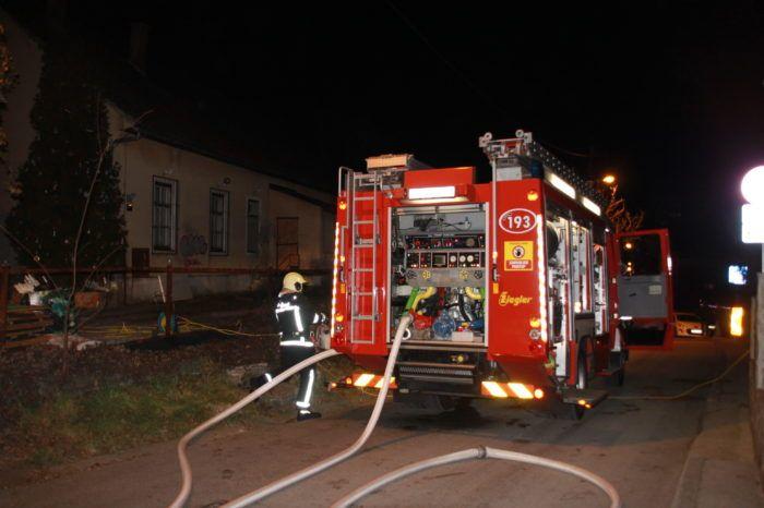 Požar u zagrebačkim Remetama, vatra zahvatila krov stare Osnovne škole i konobe Zrinski