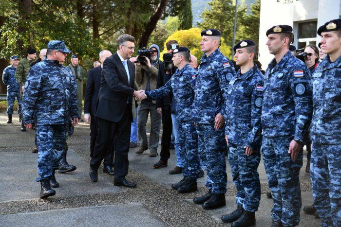 Plenković posjetio vojarnu 116. brigade Hrvatske vojske u Pločama