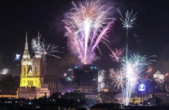 U Zagrebu se veselo, uz pjesmu i vatromet, ušlo u Novu 2019. godinu