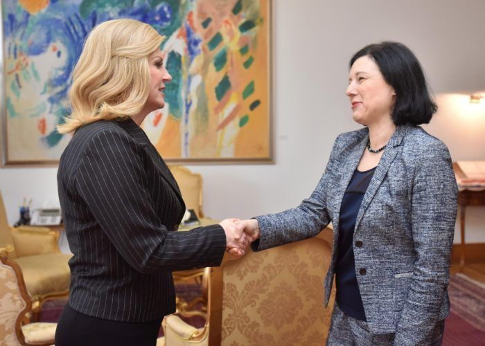 Predsjednica Grabar-Kitarović: Hrvatska štiti manjine pa to očekuje i od drugih