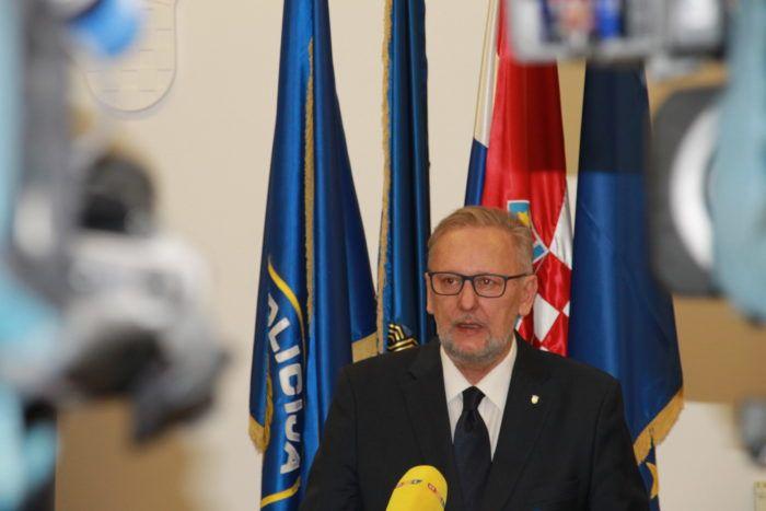 Božinović osudio napad u Splitu i poručio svim huliganima: Učinit ćemo sve da vas pronađemo i sankcioniramo