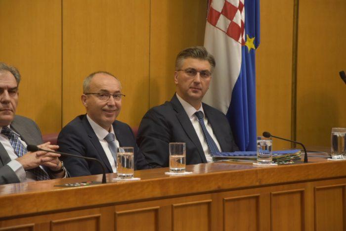 Plenković poručio u Hrvatskom saboru: Sve radnje u postupku nabave vojnih aviona provedene transparentno