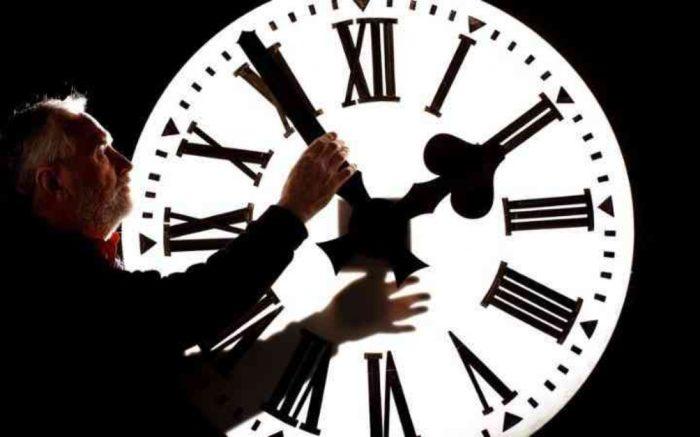 EU 2021. ukida polugodišnje pomicanje sata