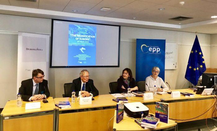U EP-u predstavljeno novo izdanje zbornika Ponovno ujedinjenje Europe u koje je uvrštena i Hrvatska
