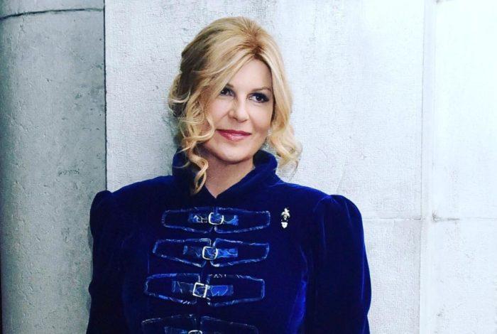 Predsjednica Republike Hrvatske na humanitarnom karnevalskom balu zablistala u haljini kraljevsko plave boje