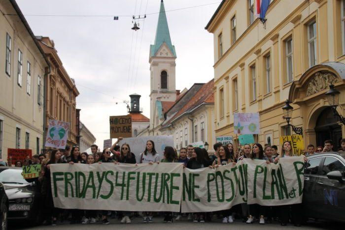 """Prosvjed učenika za klimu """"Petkom za budućnost"""": Krećemo u borbu za sebe, našu budućnost i budućnost cijelog svijeta"""