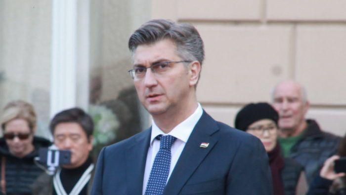 """Plenković komentirao optužbe za obiteljsko nasilje dužnosnika HDZ-a, podržavanju proračuna Milinoviću, aferu""""SMS"""" i članstvo Nelle Slavice u HNS-u i HDZ-u"""