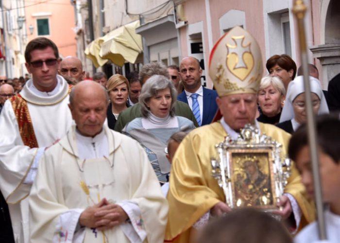 """TRODNEVNI POSJET OTOCIMA: Predsjednica Grabar-Kitarović sudjelovala u procesiji """"Rapski križ"""""""