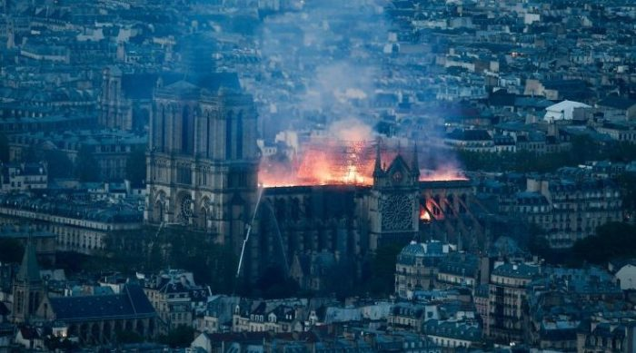 Notre-Dame, dušu francuske nacije progutao plamen
