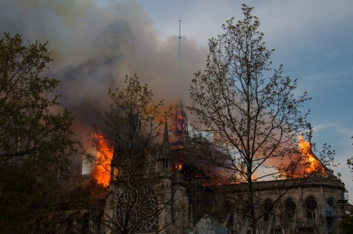Francusku šokirao strašan požar u pariškoj katedrali Notre Dame
