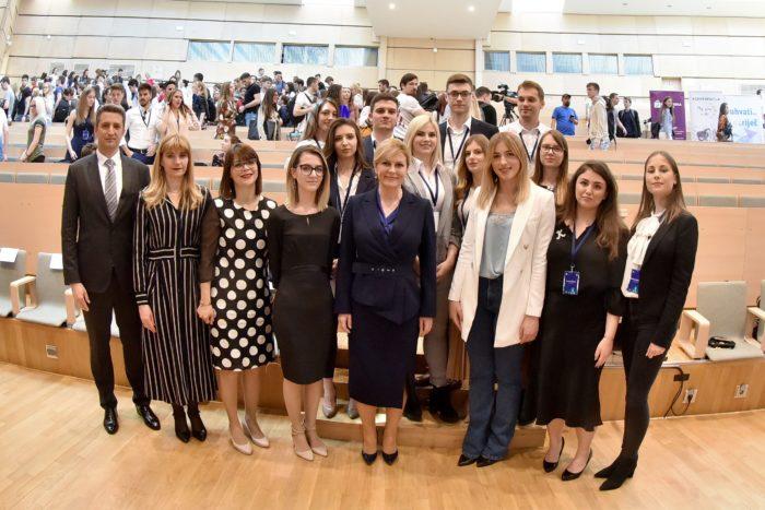 """Predsjednica Grabar-Kitarović nazočila tribini """"Biti mlad i živjeti u EU"""""""