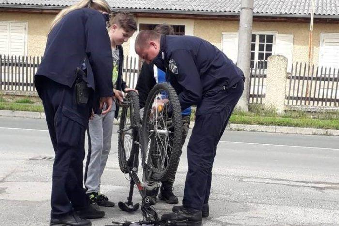 PREVENTIVNE AKTIVNOSTI POLICIJSKE UPRAVE ZAGREBA: Policajac – prijatelj i pomagač djece