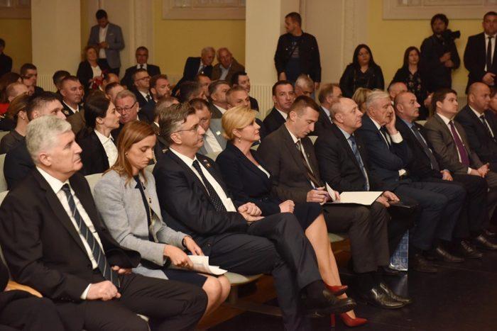 Grabar-Kitarović: Vukovar nije samo simbol otpora nego i razvoja Hrvatske