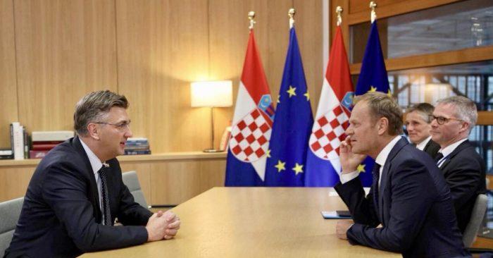Plenković razgovarao s Tuskom u Bruxellesu uoči summita u Sibiuu