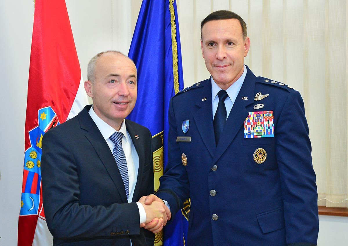 Američki General Shepro iz Vojnog odbora NATO-a na proslavi Dana HV-a