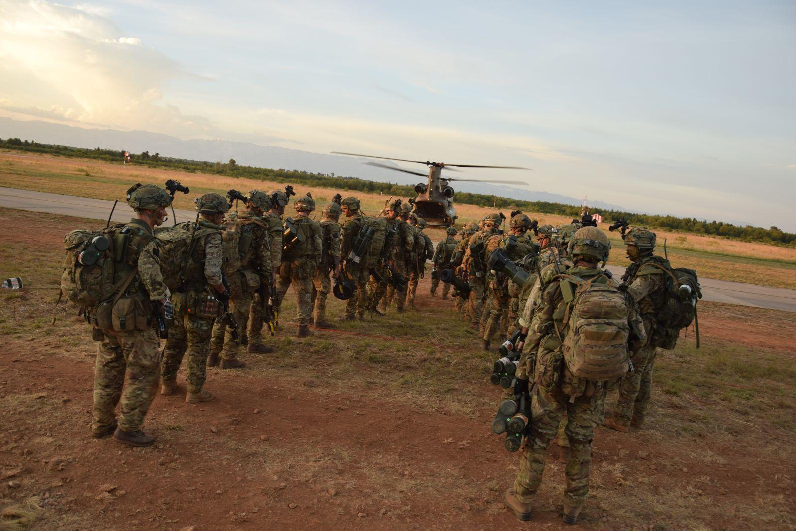 Više od 600 padobranaca iskočilo na području Udbine u sklopu vježbe Swift Response 19