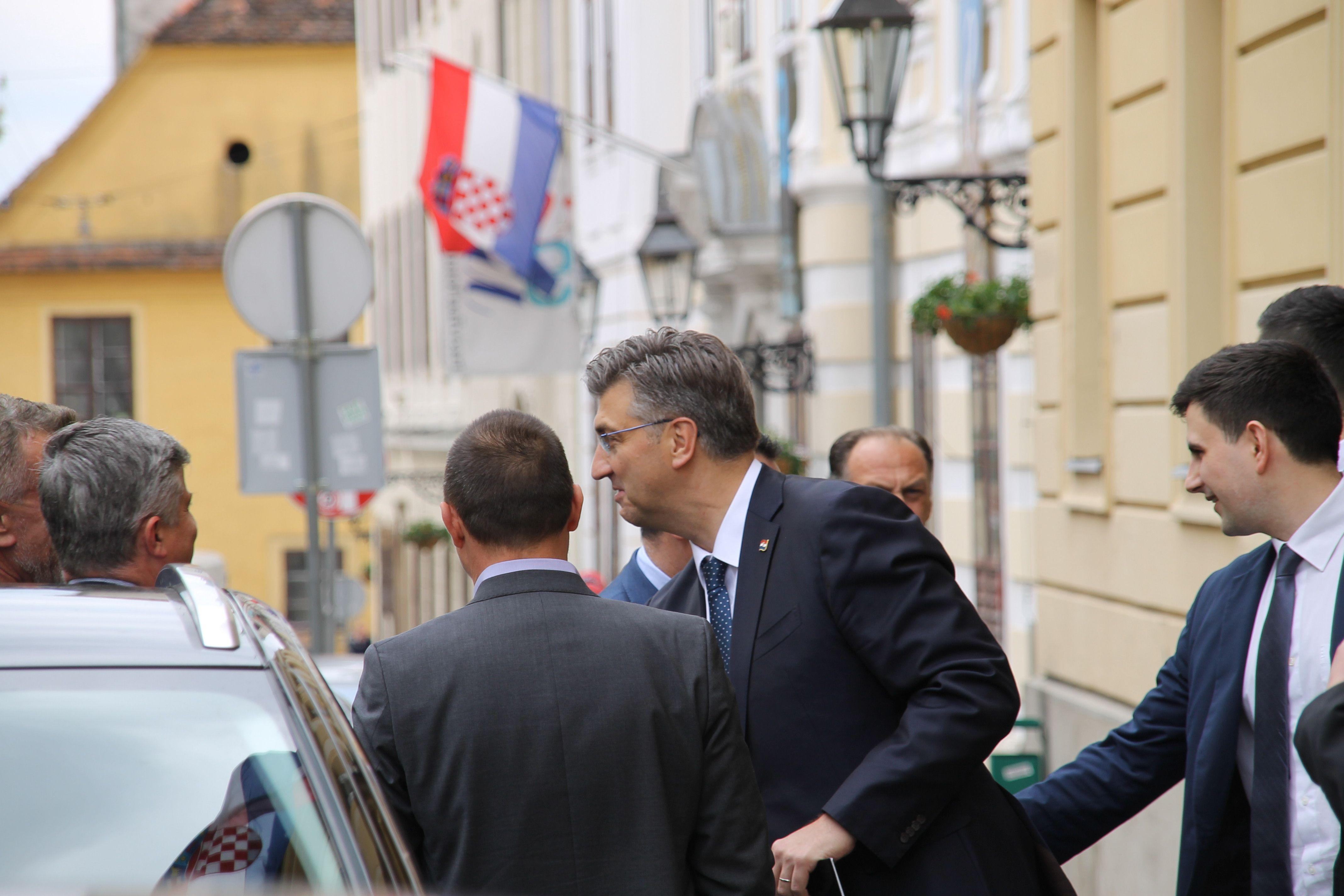 Plenković nakon sastanka Kluba zastupnika HDZ-a: Ima niz indicija za opstrukcije u HDZ-u na EU izborima