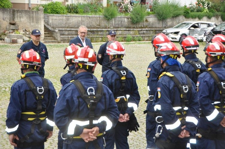 Timovi Civilne zaštite održali pokaznu vježbu spašavanja građana nakon potresa