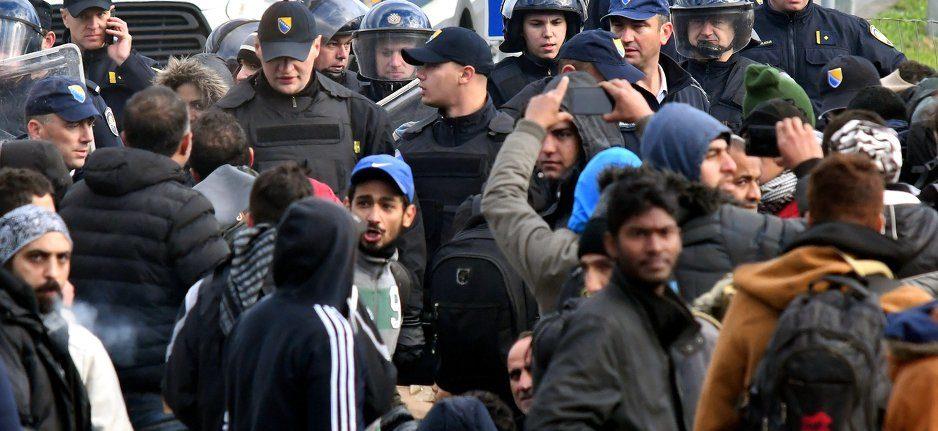 Počelo premještanje migranata iz središta Bihaća na lokaciju Vučjaka