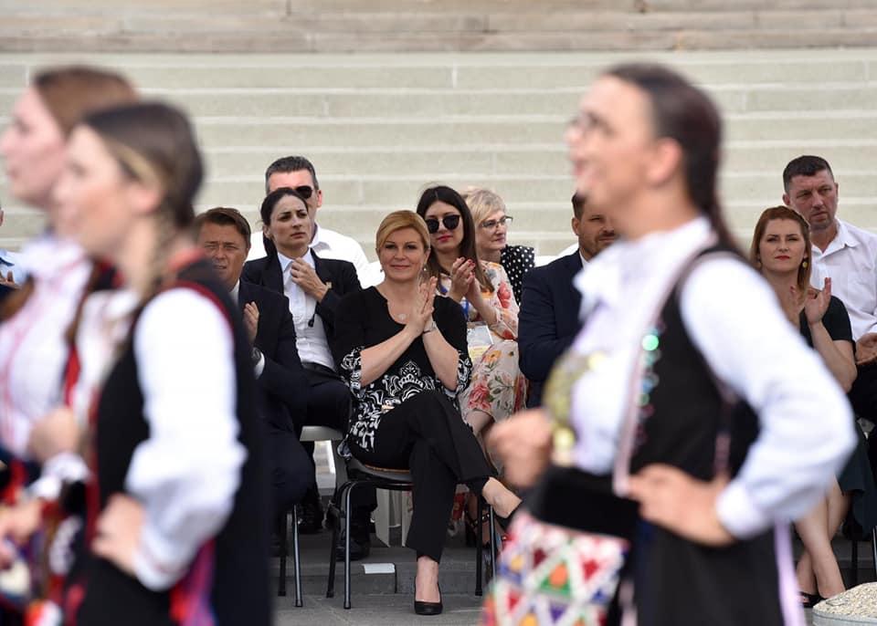 """Predsjednica Grabar-Kitarović na središnjem događaju """"Đakovačkih vezova"""""""