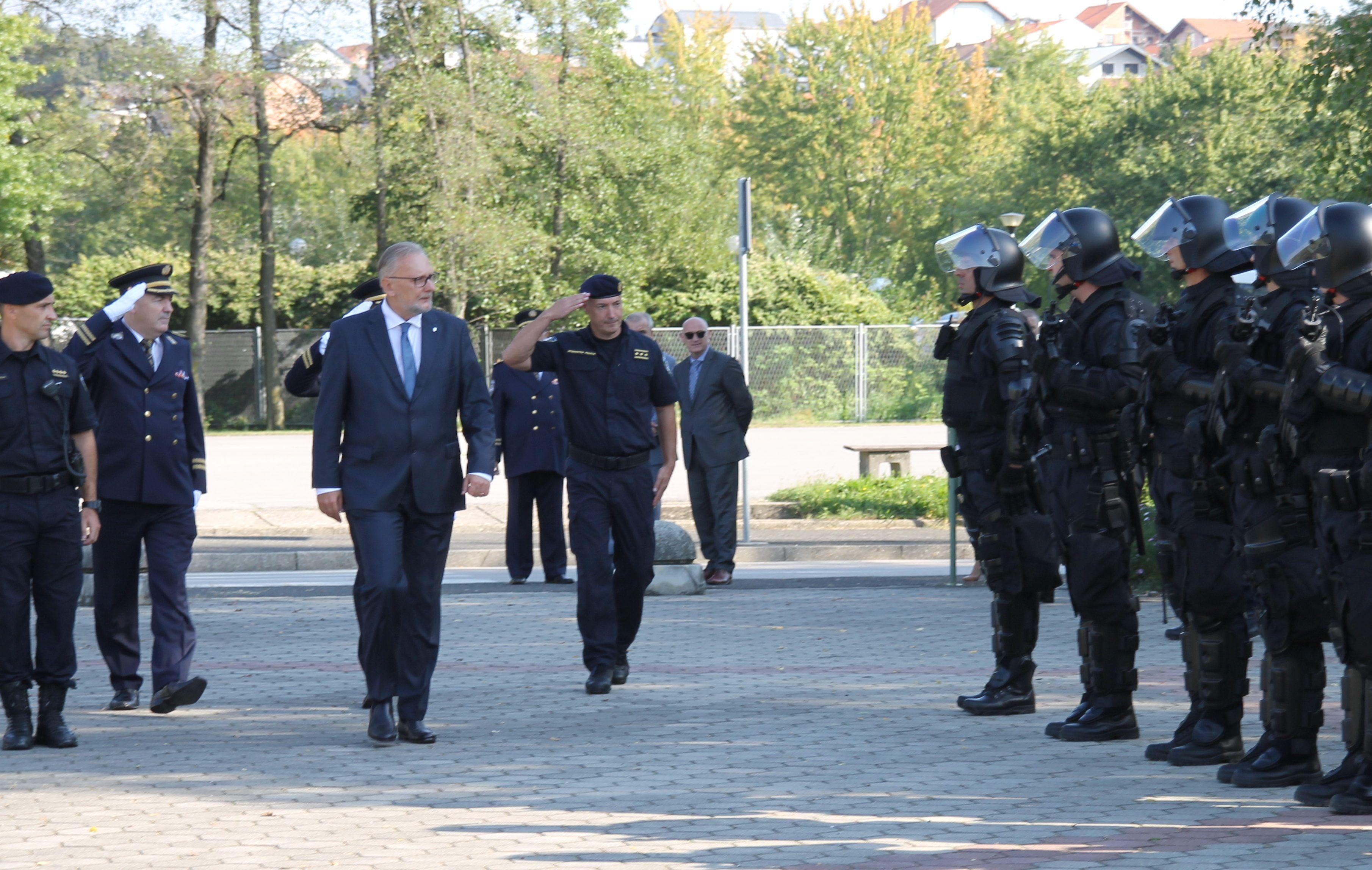 PUCAJU OD PONOSA: Hrvatska policija dobila mjesto potpredsjednika Vlade RH