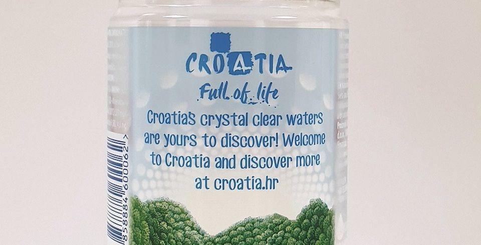 HTZ na graničnim prijelazima turistima umjesto hrvatske dijelili 'rusku vodu':Dragi turisti, niste pili našu vodu!