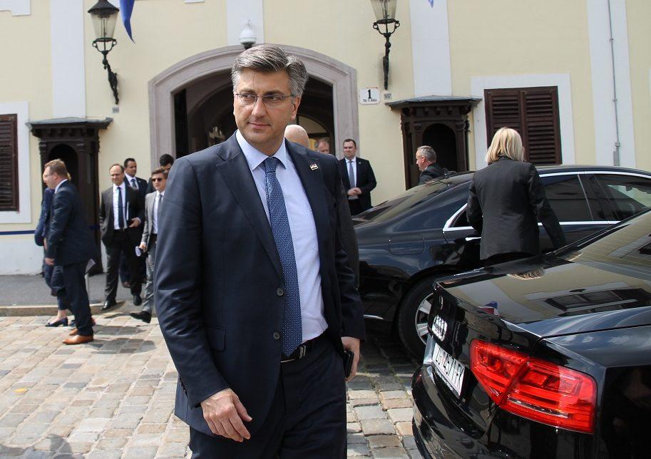 Plenković čestitao ministrima koji su pješice došli na Vladinu sjednicu