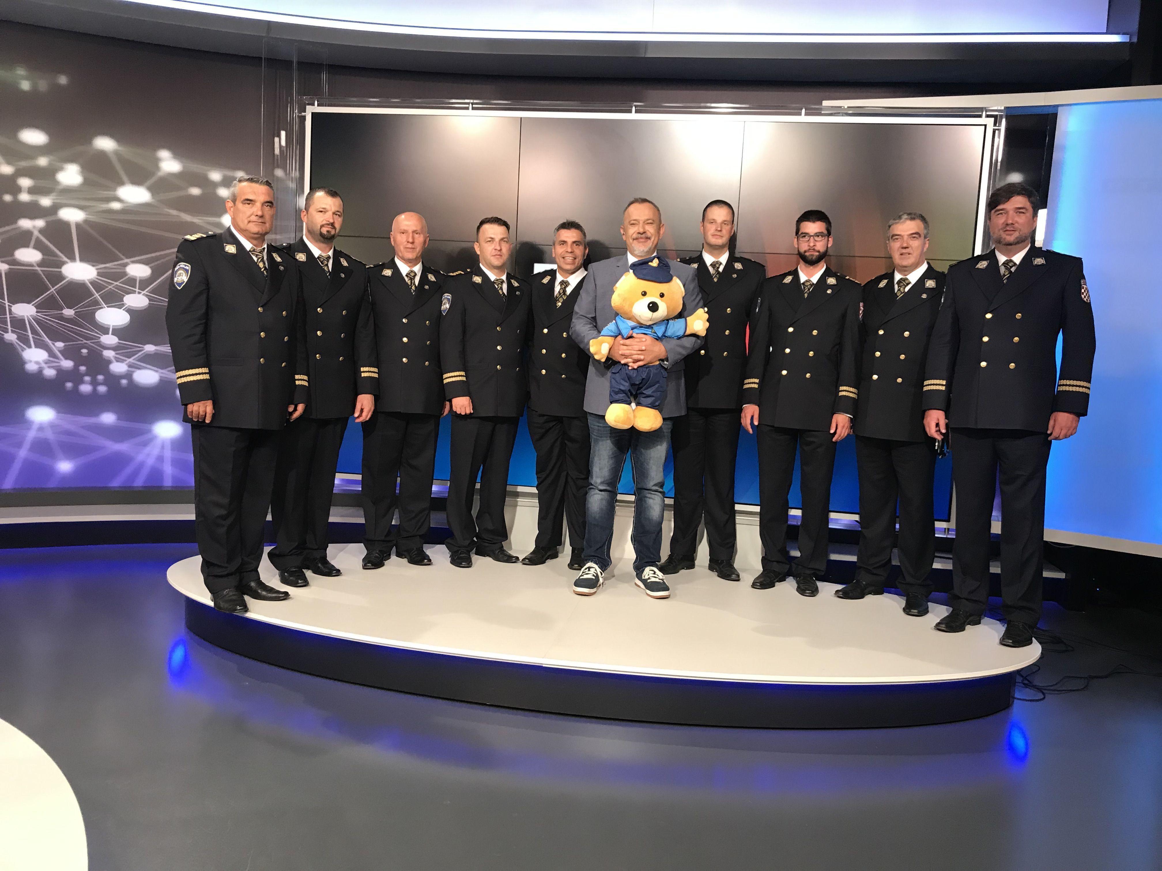 POVODOM DANA POLICIJE – Šprajc u RTL Direkt priveo raspjevane policajce: Poslušajte kako u njihovoj izvedbi zvuči hit 'Mojoj lijepoj'