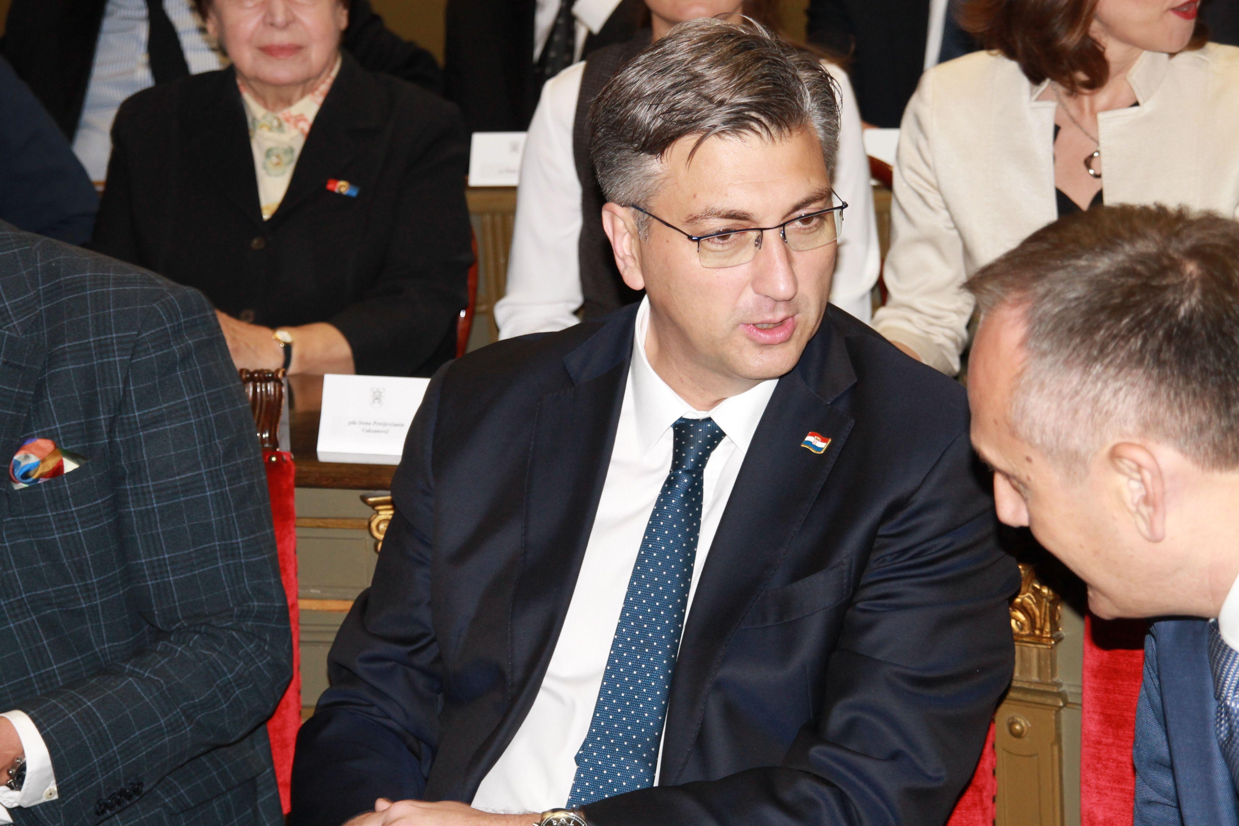 Plenković: Vlada ne vrši pritisak na novinare, to su nebuloze