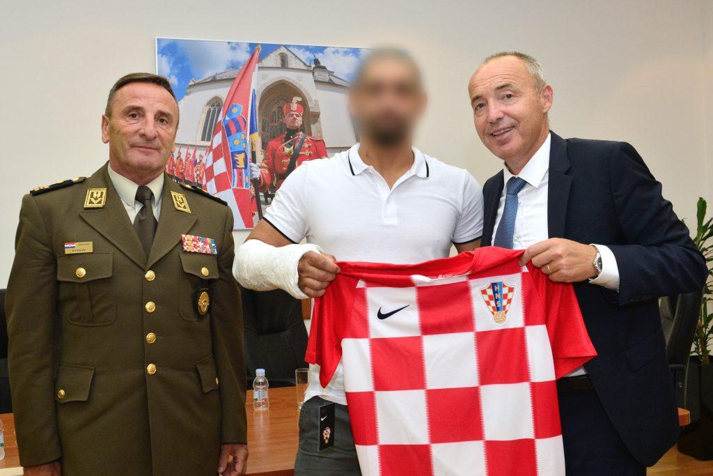 """Ministar Krstičević i general Šundov primili vojnika ozlijeđenog u Afganistanu: """"Hvala ti na profesionalnosti i predanosti vojničkom pozivu"""""""